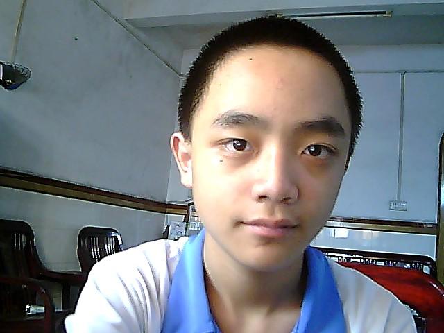 头大脸大的男生适合留什么发型 就这样的图片