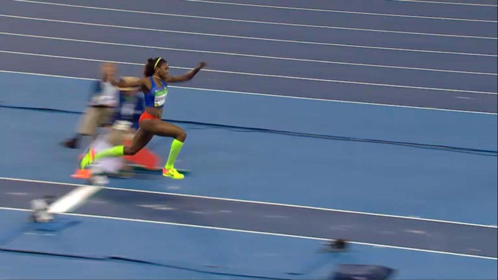 三级跳固)�_这个女运动员叫什么名字?里约奥运会里跳三级跳的,跳了15.