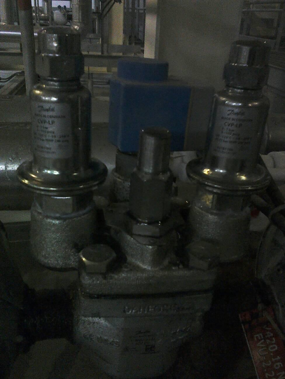 电磁阀有一个线圈有cvp-lp和cvp-hp标识和有两个线圈图片