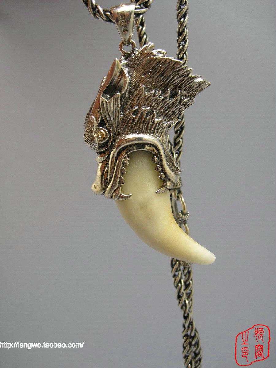 给我一张电影狼牙中,吴京待的那个狼牙项链的照片 ...