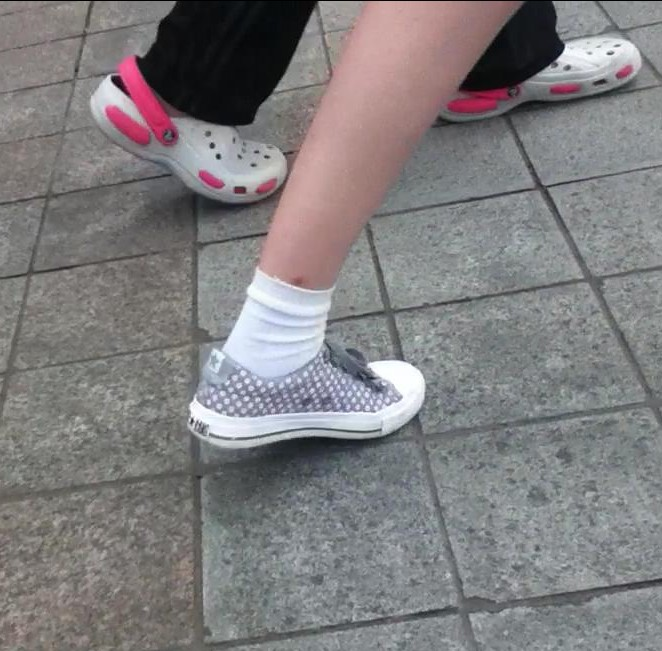 谁有女生白袜子帆布鞋自拍视频或者清晰图片急要