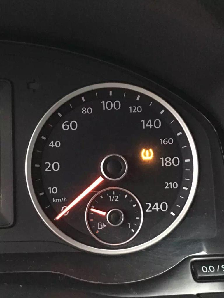汽车仪表盘上的这个标志啥意思高清图片