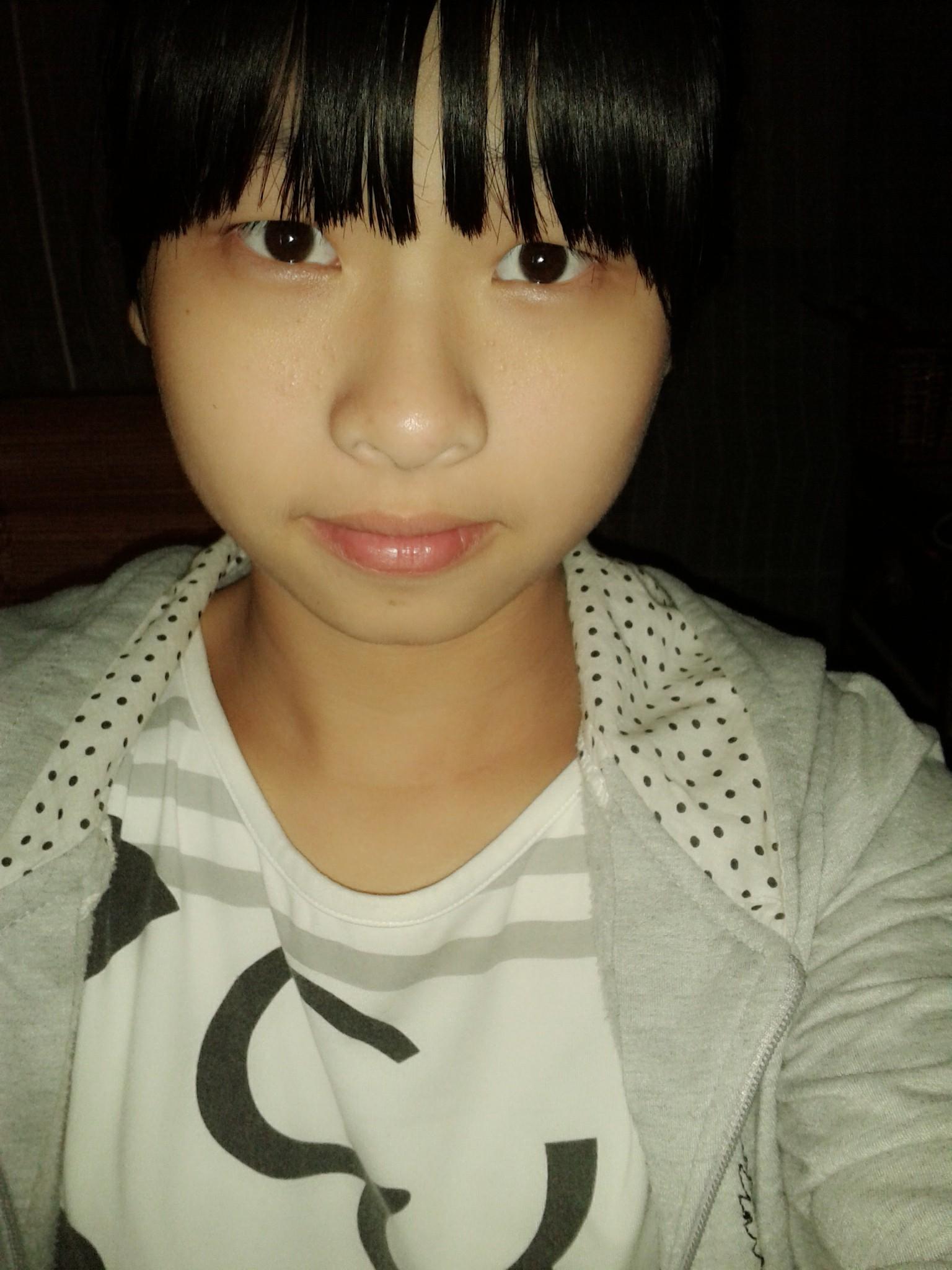 这是什么脸型 我眼睛是单眼皮的 适合什么发型,中分好看吗?图片