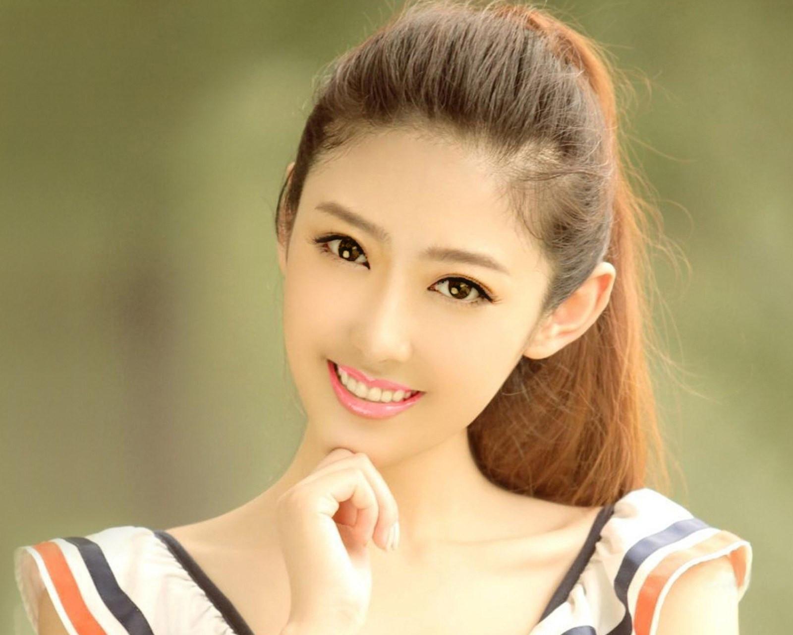 这个美女是谁啊?