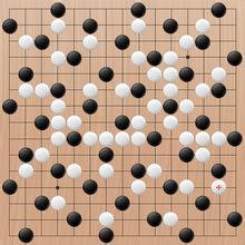五子棋摆成日子行后就会形成八卦阵,这是防守的绝招,只要在阵内的棋子图片