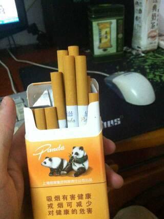 这熊猫香烟多少钱一包呢 熊猫香烟价格两种 精品小熊猫190高清图片