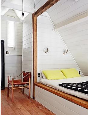 阁楼即指位于房屋坡屋顶下部的房间.图片