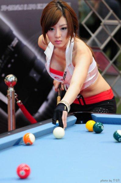 这图打桌球的美女是谁?