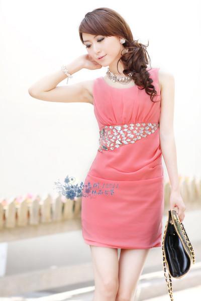 玫粉色连衣裙搭配_皮肤暗黄的人穿玫粉色衣服好看吗