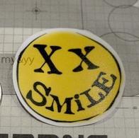 权志龙在caryonmv裏的手背上的黄色笑脸刺青有没有图片