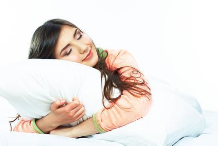 有没有美女抱着花棉袄睡觉的图片