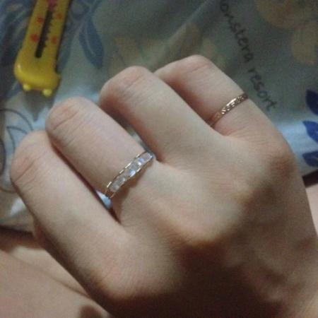 这个戒指带中指好看 还是尾戒好看?图片