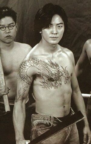 陈浩南纹身过肩龙图片图片