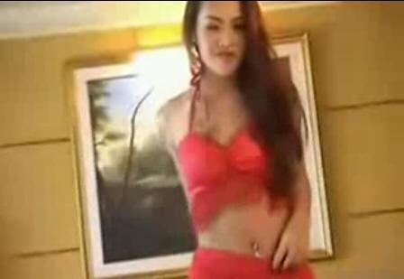 这个a4u的红衣热舞美女叫什么?