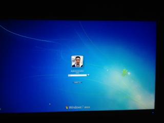 win7电脑怎么设置电脑的开机背景图片?是锁屏时候的背景图片不是壁纸!图片