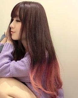酒红色挑染紫色头发; 我是中长发,皮肤算白.图片