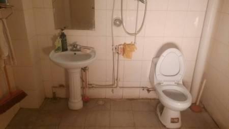 我想在卫生间装个扇形的浴室玻璃隔断,在现在洗手盆的那个角上,求助图片