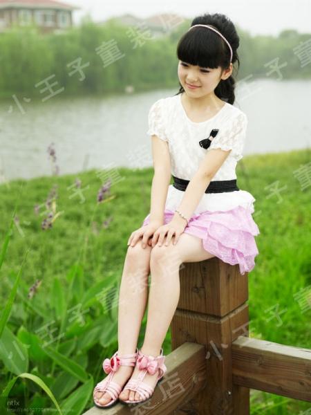 谁有9到17岁小女孩穿凉鞋的图片(450x600,40k)-17岁女生图片 17岁图片