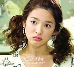 过年13岁的小女孩该扎怎样的发型?(扎头步骤要清晰)图片