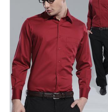 酒红色衬衫浅灰色的西服配什么颜色的领带