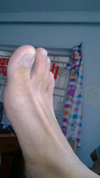 哪个美女把自己美脚晒一张给我呗