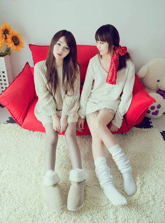 边不一样的QQ聊天背景图是关于姐妹的,不是闺蜜 是亲姐妹