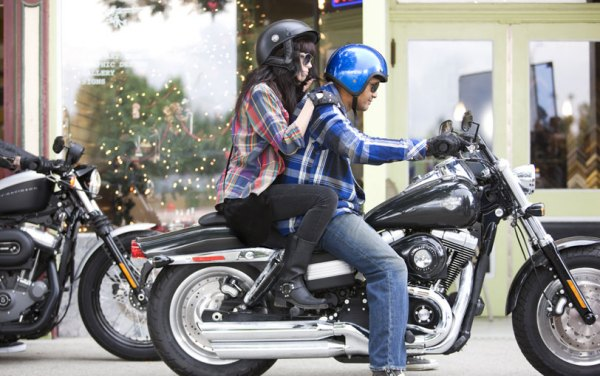 骑什么摩托车载女生啊?爬赛好么?