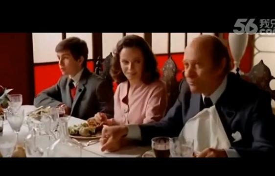 在吃饭然后脱掉美女的内裤那电影叫什么名