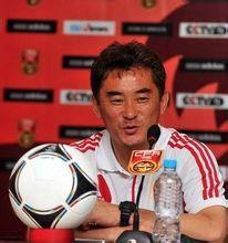现在卡巴乔下台了 ,中国足球队的教练是谁?