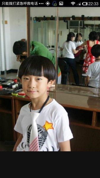 王俊凯小时候照片