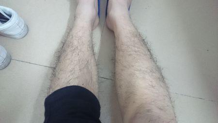 女生腿毛粗又黑图片