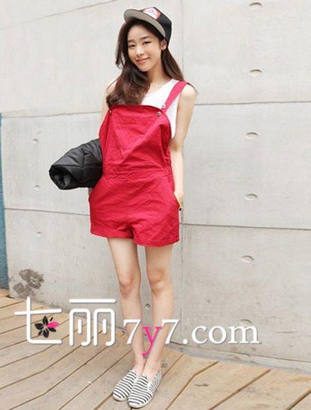 美女穿红色裤头