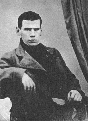 列夫托尔斯泰中作者为什么重点写他的眼睛