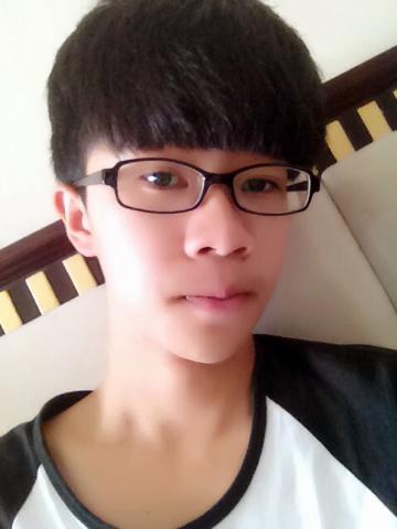 男,自然卷,戴眼镜,瓜子脸,有什么适合学生的发型?图片