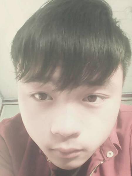 16岁的女生短发齐刘海夏天扎头