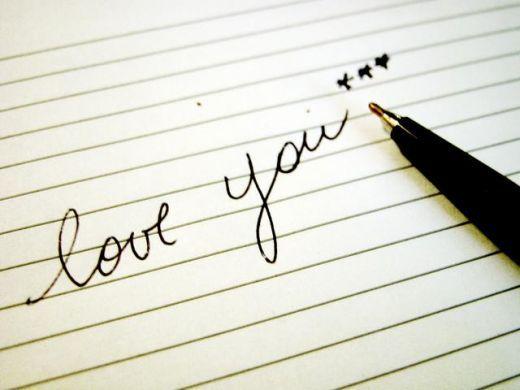 有首英文歌,中间有很多句love love love love love,还有几句love me图片